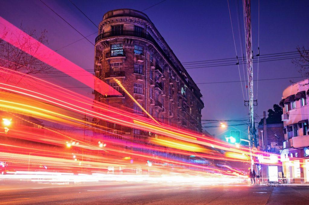 ドゥテルテ大統領が12月までにマニラの渋滞が改善しEDSAを実質時速155Kmの爆速で走れるようになると発言し話題に